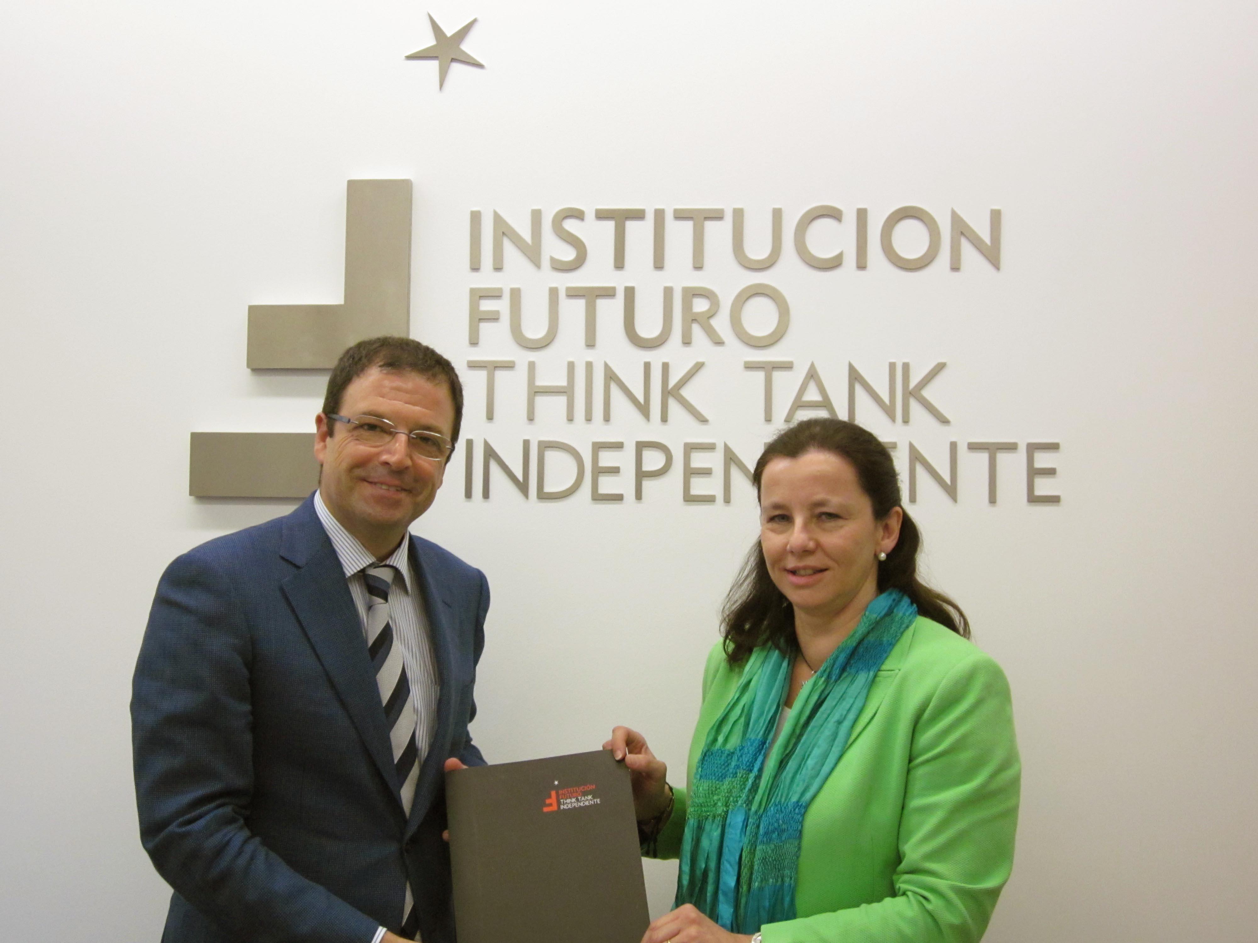 Relevo en Institución Futuro: Belén Goñi sustituye a José Javier Olloqui en la dirección general del think tank
