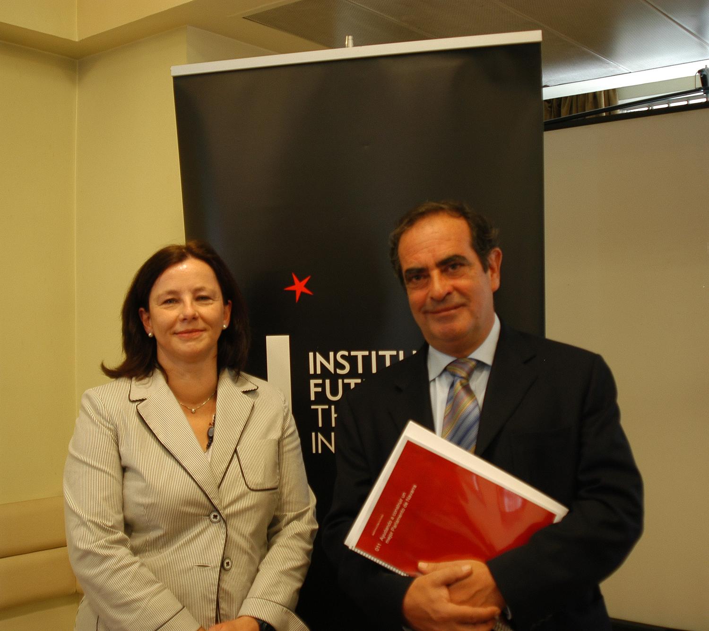 Institución Futuro presenta 10 propuestas de mejora para el Parlamento de Navarra