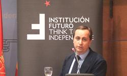 """Conferencia con Carlos Cuesta, redactor jefe del periódico """"El Mundo"""" y presentador en 13 TV"""