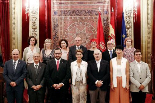 Los pactos autonómicos disparan el número de nuevas consejerías  El Mundo, 31 de agosto de 2019