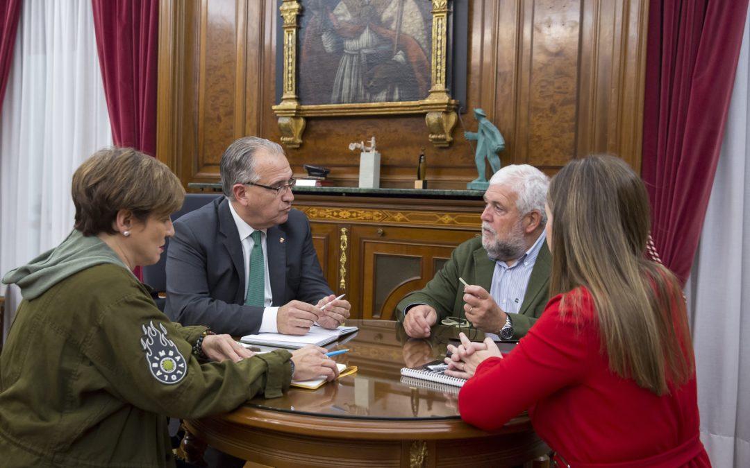 El alcalde recibe a la nueva directiva del think-tank Institución Futuro  La reunión se enmarca en la ronda de contactos institucionales y de presentación a los distintos agentes políticos y económicos de la Comunidad foral.